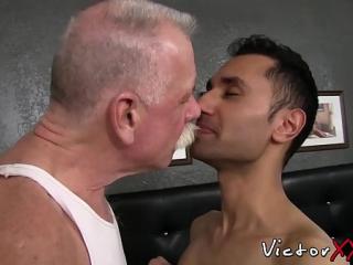 رجل اسود ينيك رجل ابيض